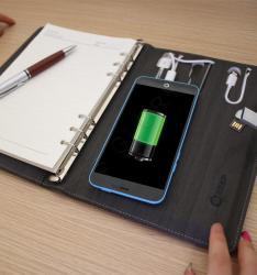 Ежедневники из разноцветной эко кожи с флешкой и зарядным устройством